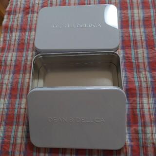 ディーンアンドデルーカ(DEAN & DELUCA)のディーンアンドデルーカ クッキー空き缶 2個セット ホワイト(小物入れ)