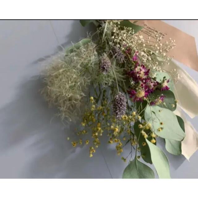 2点セットハンドメイド ナチュラルドライフラワースワッグ ユーカリかすみ草バラ ハンドメイドのフラワー/ガーデン(ドライフラワー)の商品写真