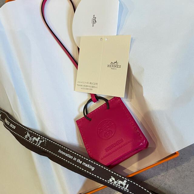 Hermes(エルメス)のショーパーチャーム HERMES 新品未使用 ローズメキシコ ハンドメイドのファッション小物(バッグチャーム)の商品写真