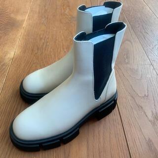 ザラ(ZARA)のブーツ オフホワイト チェルシーブーツ 靴 レディース ドクターマーチン(ブーツ)