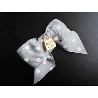 クリスチャンディオール(Christian Dior)のノベルティCDクリスチャンディオール ピンバッチ ブローチ(ブローチ/コサージュ)