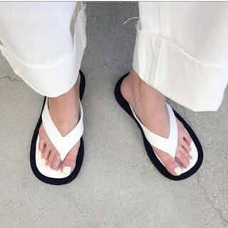 Jil Sander - 新品 The Row 風モノトーントングサンダル ホワイト 23.5cm