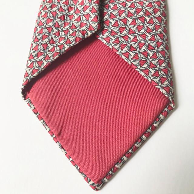 Hermes(エルメス)の【おススメ!】HERMES エルメス ネクタイ シルク チェーン柄 総柄  赤 メンズのファッション小物(ネクタイ)の商品写真