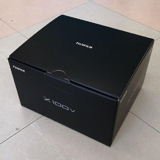富士フイルム(フジフイルム)の新品 未開封 FUJIFILM X100V シルバー スマホ/家電/カメラのカメラ(コンパクトデジタルカメラ)の商品写真