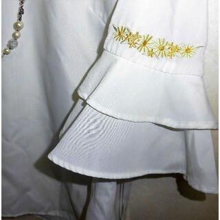 ギャラリービスコンティ(GALLERY VISCONTI)の新品 定価13090円 ギャラリービスコンティ お花刺繍袖フリルブラウスM2掲載(シャツ/ブラウス(長袖/七分))