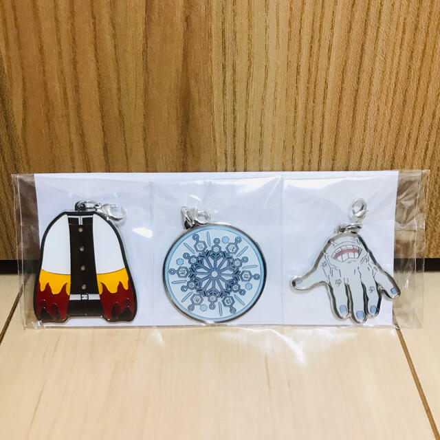 BANDAI(バンダイ)の鬼滅の刃 無限列車編 アニプレックス特典 メタルチャーム3種類セット エンタメ/ホビーのおもちゃ/ぬいぐるみ(キャラクターグッズ)の商品写真