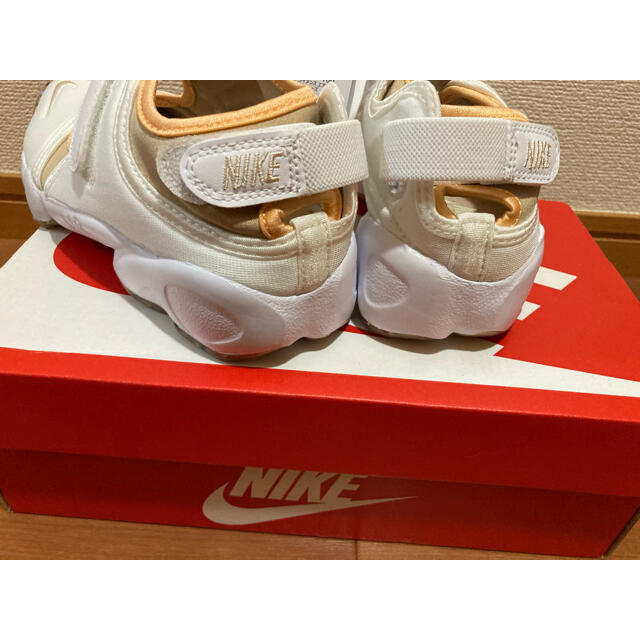 NIKE(ナイキ)のナイキ エアリフト 24cm NIKE パールホワイト 送料無料 ベージュ レディースの靴/シューズ(スニーカー)の商品写真