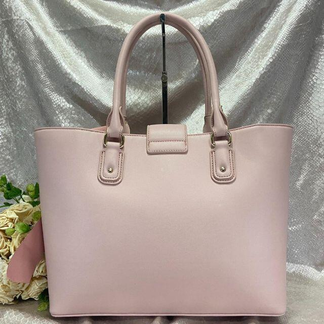 Maison de FLEUR(メゾンドフルール)の極美品☆メゾンドフルール トートバッグ リボン チャーム ピンク レネ A4. レディースのバッグ(トートバッグ)の商品写真