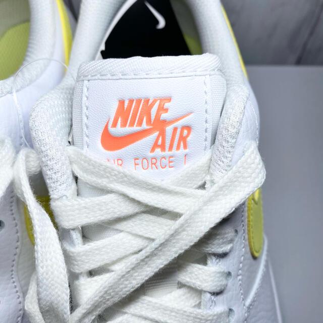 NIKE(ナイキ)のNIKE WMNS AIR FORCE 1 ナイキ エアフォース1 白ホワイト レディースの靴/シューズ(スニーカー)の商品写真