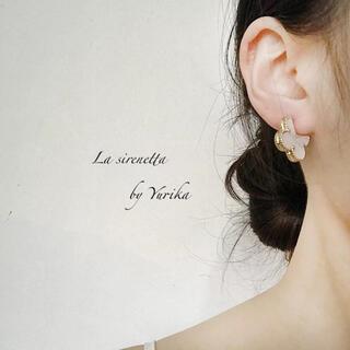 STAR JEWELRY - White flower shell pierce