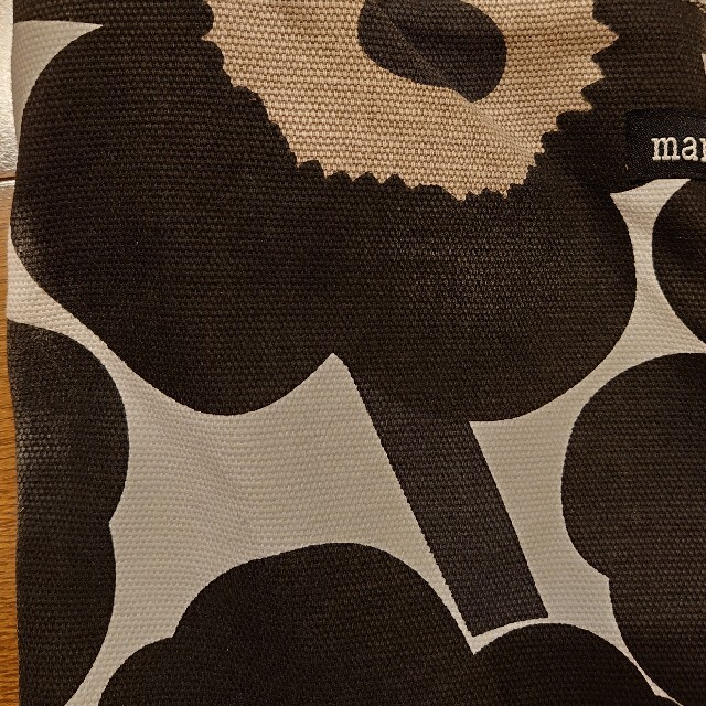 marimekko(マリメッコ)のmarimekko マリメッコ ショルダーバッグ ウニッコ ホワイト×ブラック レディースのバッグ(ショルダーバッグ)の商品写真