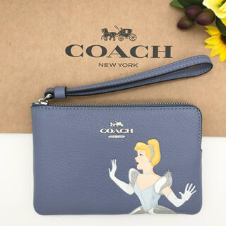 コーチ(COACH)のCOACH ポーチ 大人気 コーナー ジップ リストレット ウィズ シンデレラ(ポーチ)