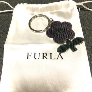Furla - フルラ花モチーフキーホルダー