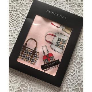BURBERRY - ☆新品☆バーバリーハンカチ バック柄👜👛箱付き