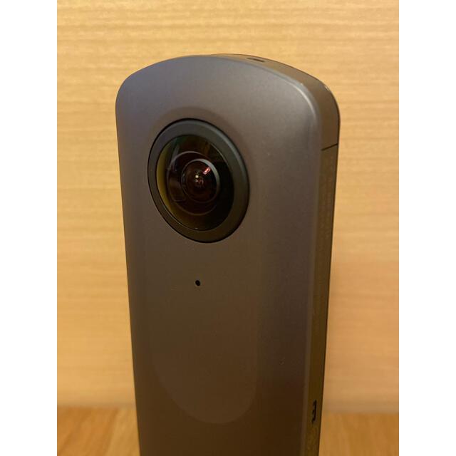 RICOH(リコー)のRICOH THETA Ⅴ スマホ/家電/カメラのカメラ(コンパクトデジタルカメラ)の商品写真