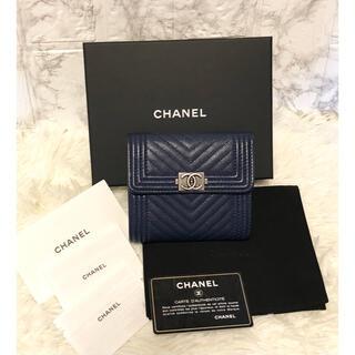 CHANEL - ほぼ新品 シャネル ボーイ キャビアスキン フラップウォレット 三つ折り財布