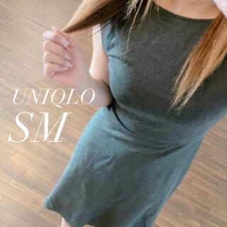 ユニクロ(UNIQLO)のUNIQLO ミモレ丈 膝下ワンピース グレイ ストレッチ(ひざ丈ワンピース)