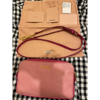 ミュウミュウ(miumiu)のmiumiu マドラス ピンク ショルダーバッグ ポシェット 配色 バイカラー(ショルダーバッグ)