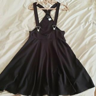 エイチアンドエム(H&M)のH&M サスペンダースカート(ひざ丈スカート)
