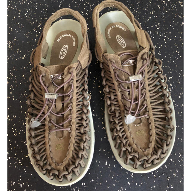 KEEN(キーン)のKEEN ユニーク サンダル カーキ メンズの靴/シューズ(サンダル)の商品写真