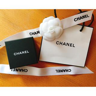 シャネル(CHANEL)のシャネル ピアス ケース カメリア付き(ショップ袋)