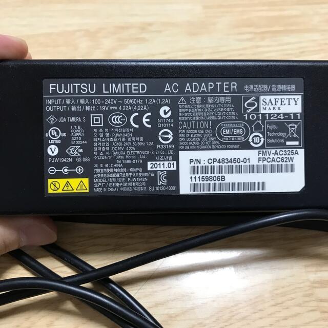 富士通(フジツウ)のFUJITSU AC アダプター スマホ/家電/カメラのPC/タブレット(PC周辺機器)の商品写真