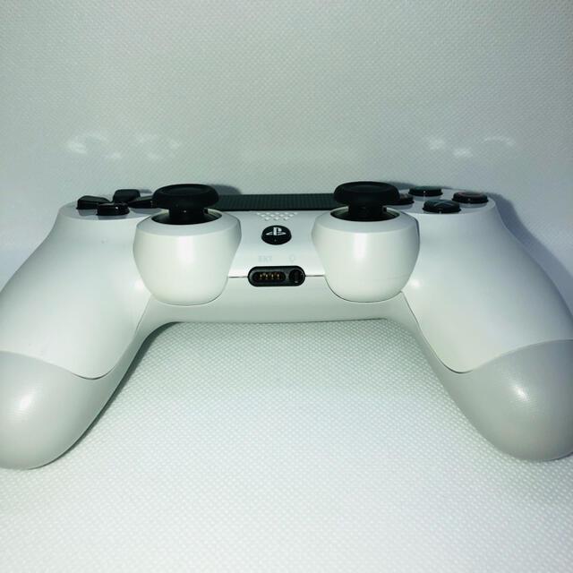 PlayStation4(プレイステーション4)の【純正 】PS4 コントローラー ホワイト   DUALSHOCK4 エンタメ/ホビーのゲームソフト/ゲーム機本体(家庭用ゲーム機本体)の商品写真