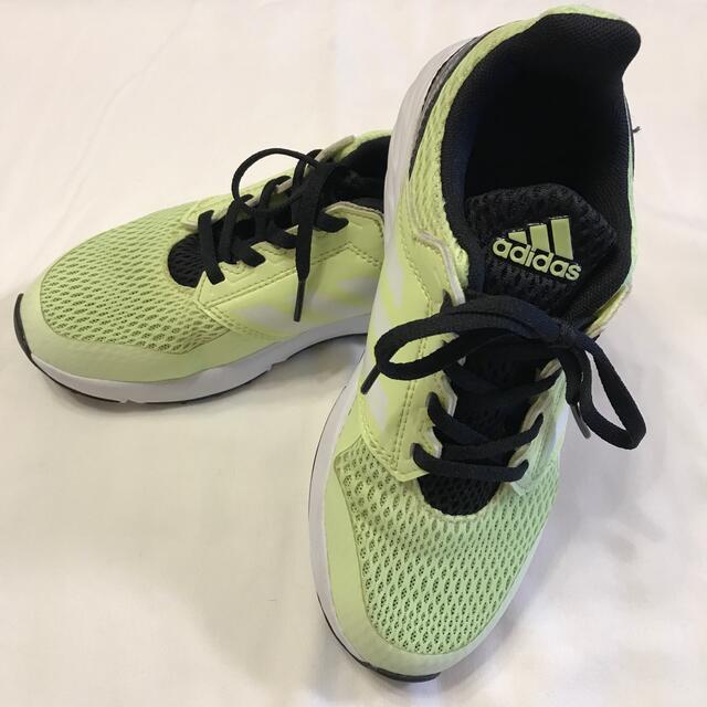 adidas(アディダス)のアディダス スニーカー 21.5センチ キッズ/ベビー/マタニティのキッズ靴/シューズ(15cm~)(スニーカー)の商品写真