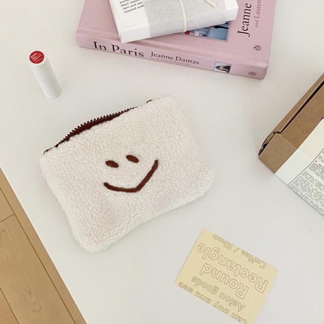【新品未使用】韓国 ニコちゃん スマイリー モコモコポーチ レディースのファッション小物(ポーチ)の商品写真