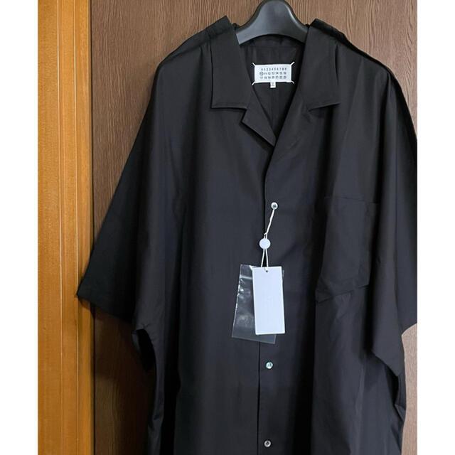 Maison Martin Margiela(マルタンマルジェラ)の39新品 メゾン マルジェラ アウトライン オーバーサイズ 半袖 シャツ メンズ メンズのトップス(Tシャツ/カットソー(半袖/袖なし))の商品写真