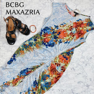 BCBGMAXAZRIA - BCBG マックスアズリア ワンピース 南国柄 リゾートワンピース 総柄 膝丈