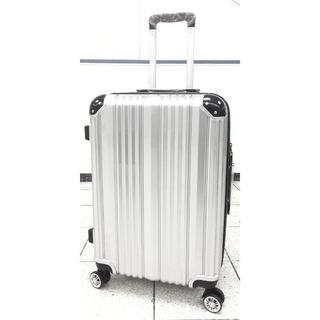 中型軽量スーツケース 8輪キャリーバッグ TSAロック付き Mサイズ シルバー(旅行用品)