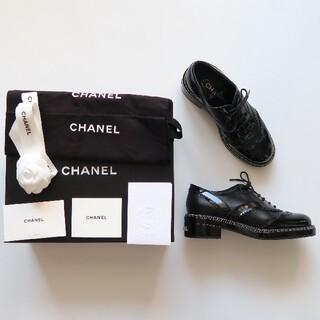 シャネル(CHANEL)の【美品】2020 CHANEL パテントローファー(ローファー/革靴)