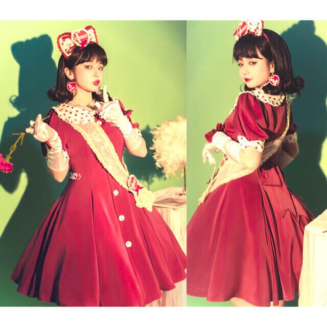 Angelic Pretty(アンジェリックプリティー)のナナのプレゼント 赤白ワンピースとブローチ vintage ゆめかわ やみかわ レディースのワンピース(ひざ丈ワンピース)の商品写真