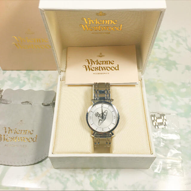 Vivienne Westwood(ヴィヴィアンウエストウッド)の専用出品☺︎Vivienne Westwood ヴィヴィアン 腕時計 シルバー
