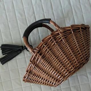 シマムラ(しまむら)の新品 しまむら かごバッグ タッセル付き(かごバッグ/ストローバッグ)