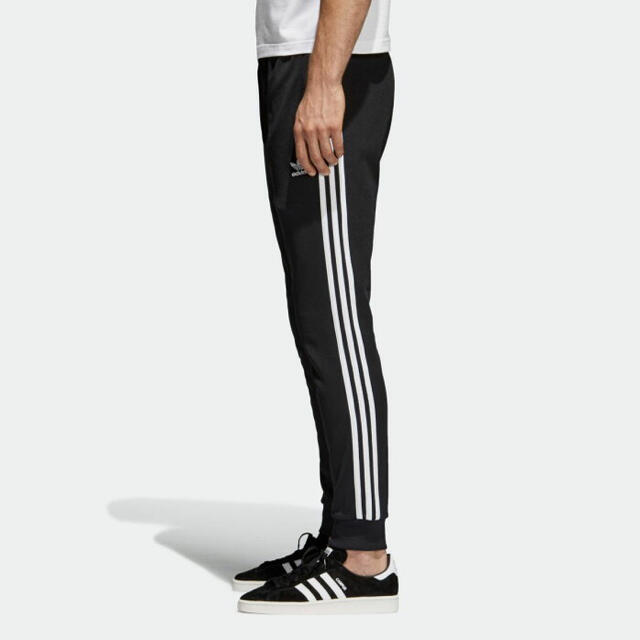 adidas(アディダス)の新品 アディダスオリジナルス トラックパンツ 送料込み メンズのパンツ(その他)の商品写真