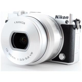 ニコン(Nikon)の❤自撮り対応♪Wi-Fiで写真転送❤ミラーレス Nikon J5 シルバー(ミラーレス一眼)