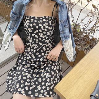 ディーホリック(dholic)の花柄 ブラック 膝丈 ワンピース 春 夏 フレア スカート ティアード(ひざ丈スカート)