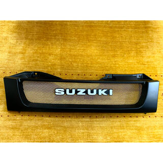 スズキ(スズキ)のジムニー スズキ JB23 フロントグリル SUZUKIロゴ 旧SUZUKIロゴ(車外アクセサリ)