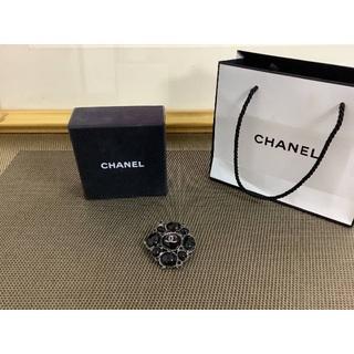 シャネル(CHANEL)の新品☆シャネル CHANEL ブローチ ブラック(ブローチ/コサージュ)
