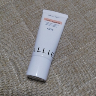 アリィー(ALLIE)のアリィー カラーチューニングUV アプリコット(化粧下地)