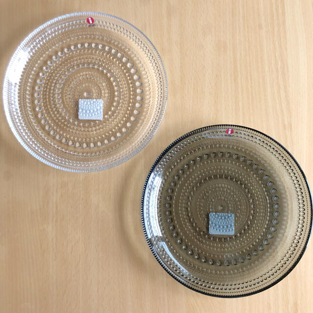 iittala(イッタラ)の新品* イッタラ カステヘルミ プレート 17cm グレー クリア 2枚セット インテリア/住まい/日用品のキッチン/食器(食器)の商品写真