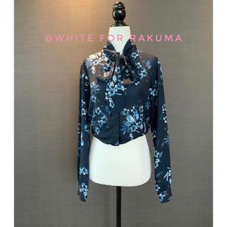 カナダ購入 ミッドナイトブルーに花開く百合の花 ビッグおりぼんとろみシャツ