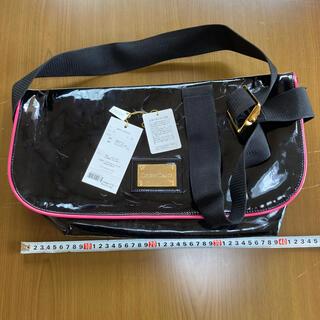 ドレスキャンプ(DRESSCAMP)のドレスキャンプ ロゴプレートスワロフスキービスエナメルバッグ 定価2万円 新品(メッセンジャーバッグ)