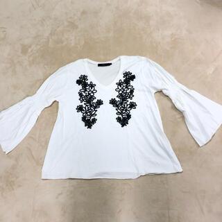 アズールバイマウジー(AZUL by moussy)の美品 刺繍Vネックチュニック(チュニック)