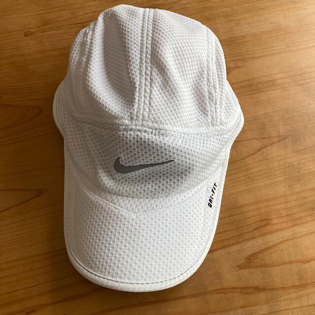 NIKE(ナイキ)のNIKE ホワイト キャップ レディースの帽子(キャップ)の商品写真