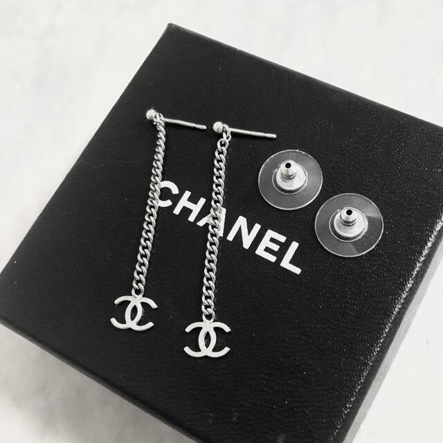 CHANEL(シャネル)の正規品 シャネル ピアス シルバー ココマーク チェーン スイング 銀 ロゴ 2 レディースのアクセサリー(ピアス)の商品写真