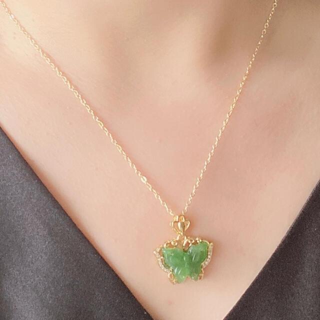 天然和田玉碧玉(ホウレンソウ緑)チョウのネックレス レディースのアクセサリー(ネックレス)の商品写真
