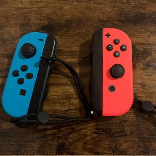 ニンテンドースイッチ(Nintendo Switch)のジョイコン(L)/(R) ネオンレッド/ネオンブルー(家庭用ゲーム機本体)